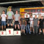 Die Auszubildenden der Hentschke Bau GmbH beim 1. Azubi-Feedback-Tag. Geehrt wurden die schnellsten Kartfahrer, Spaß hatten aber alle Teilnehmer.