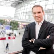 Philip Semmelroth ist Business-Strategie-Experte für Selbstvermarktung und Verkauf