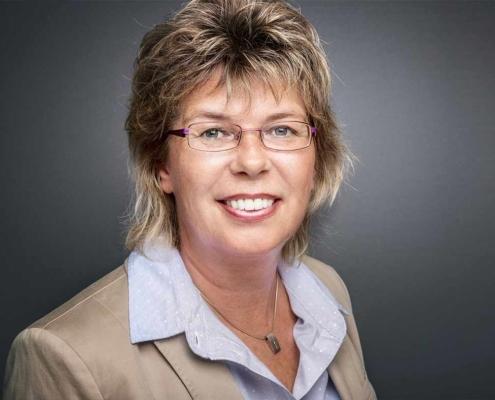 Angela Raab ist die Personalexpertin für mittelständische Unternehmen, wenn es um Recruiting, Active Sourcing und digitale Strategien im Personalwesen geht.